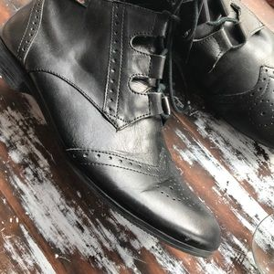 Women's Bass leather wingtip shoes